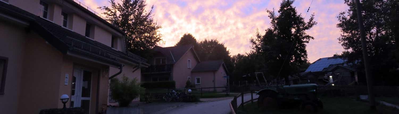 Sonnenuntergang auf dem Ferienhof