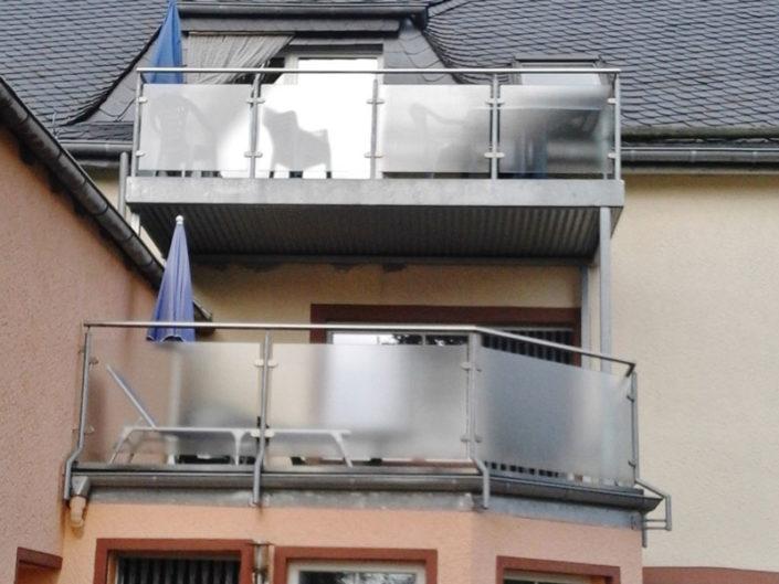 Balkone der Wohnungen 8 und Gredi