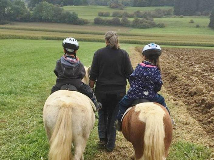 geführtes Ponyreiten für Kinder durch die Eifler Wiesen
