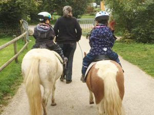 geführtes Ponyreiten mit den Kindern