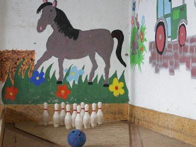 Kegelen für Kinder in der Spielscheune