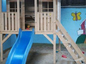 Spielhaus mit Indoorsandkasten