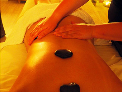 Wellness Massage mit Hot Stone