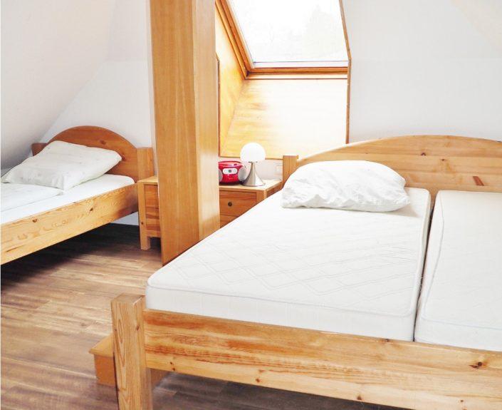 4 Bett Zimmer im Dachgeschoss von Wohnung 8