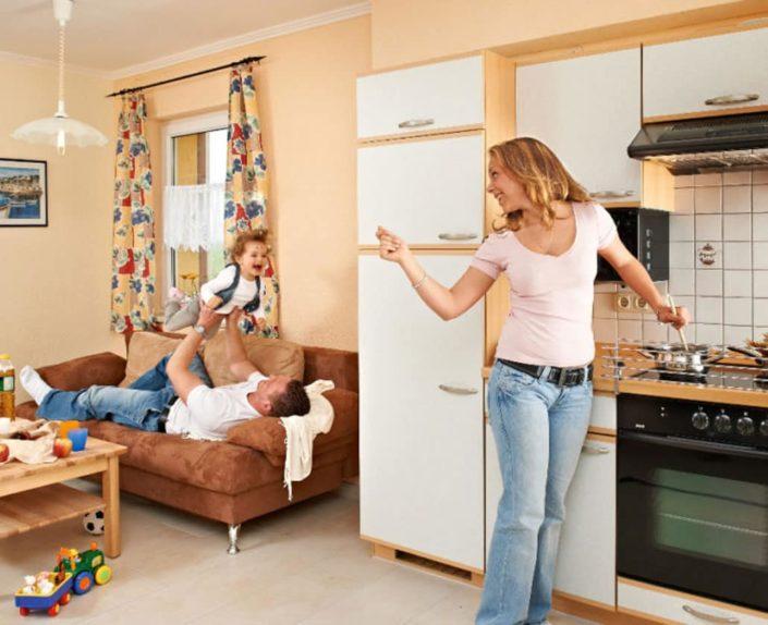 Küchenzeile und Sofa am Appartement 13