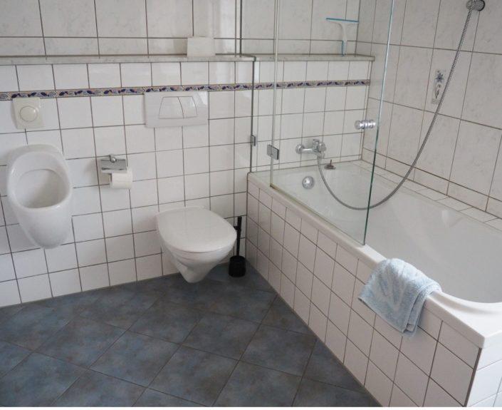 Badezimmer mit Badewanne Haus Wiesengrund