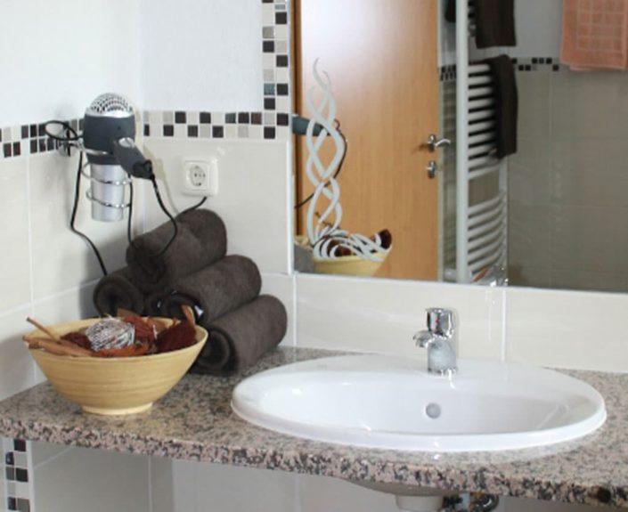 Waschbecken im Badezimmer der Ferienwohnungen Hedwig und Hubert