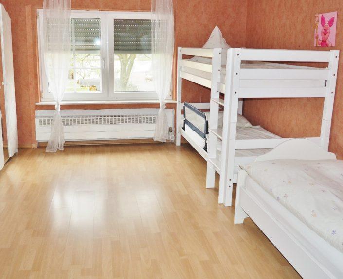 Kinderzimmer mit Hochbett und Einzelbett Ferienhaus Wiesengrund