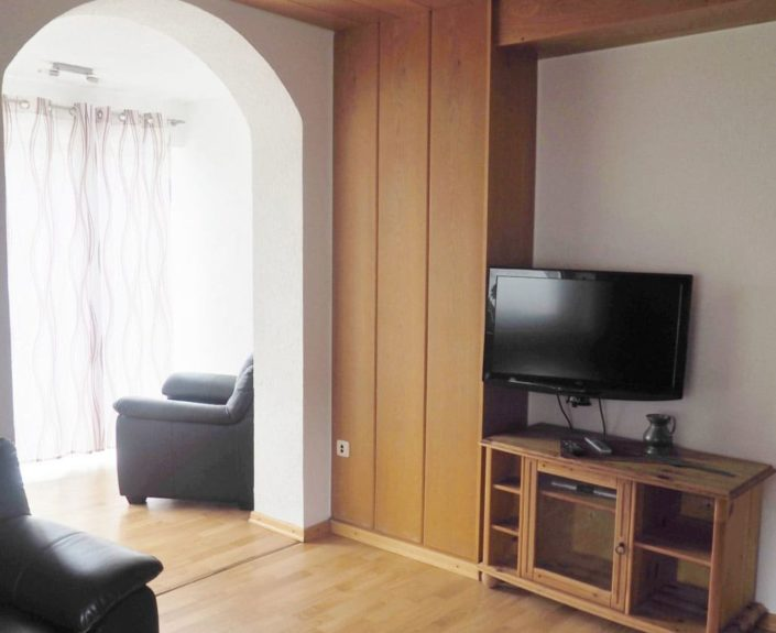 Wohnzimmer mit Fernseher Ferienwohnung Valentin 1