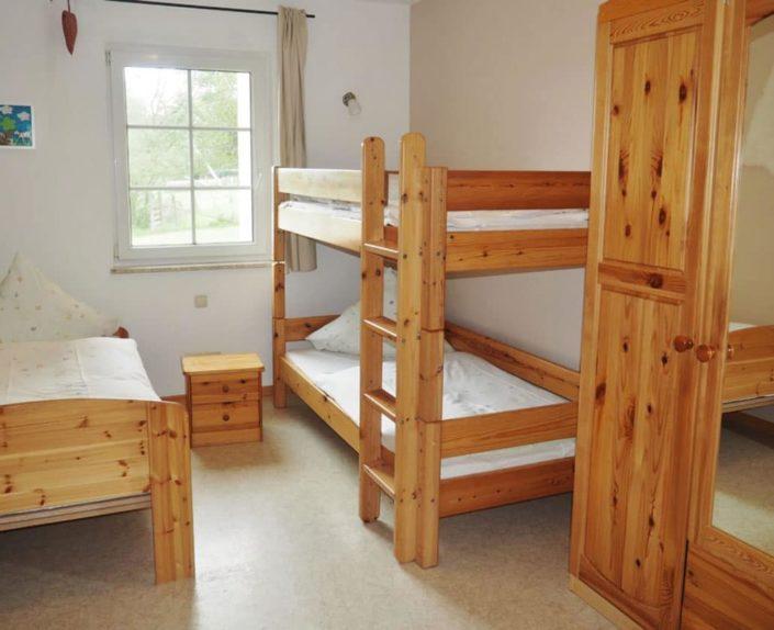 Kinderzimmer mit Etagenbett und Einzelbett Ferienwohnung 9