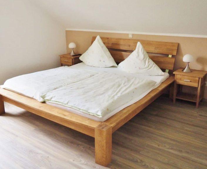 Doppelbett im Schlafzimmer Ferienhaus 1