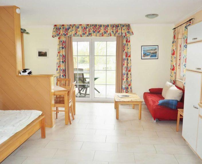 Wohnraum mit Schlafbereich im Appartement 13
