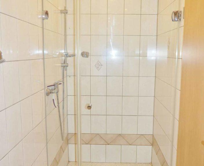 Dusche Wohnung 15
