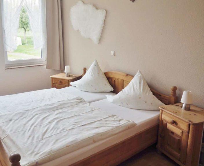 Doppelbett in der Ferienwohnung 15