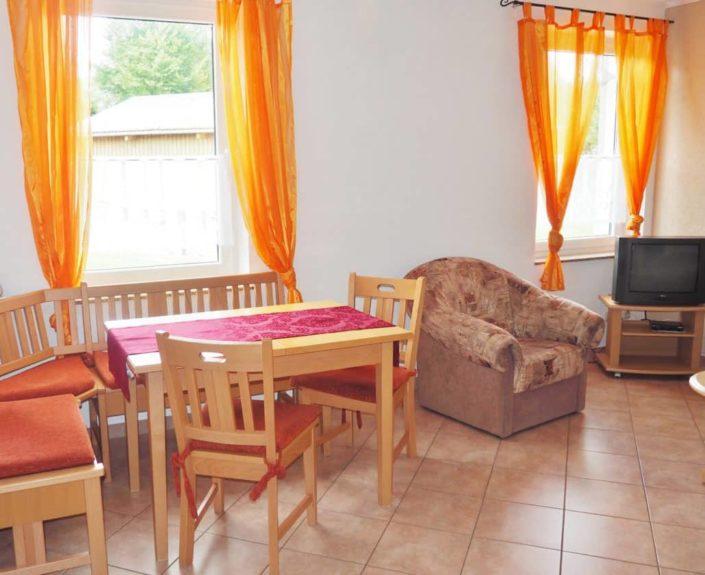 Wohnzimmer und Essbereich Wohnung 15