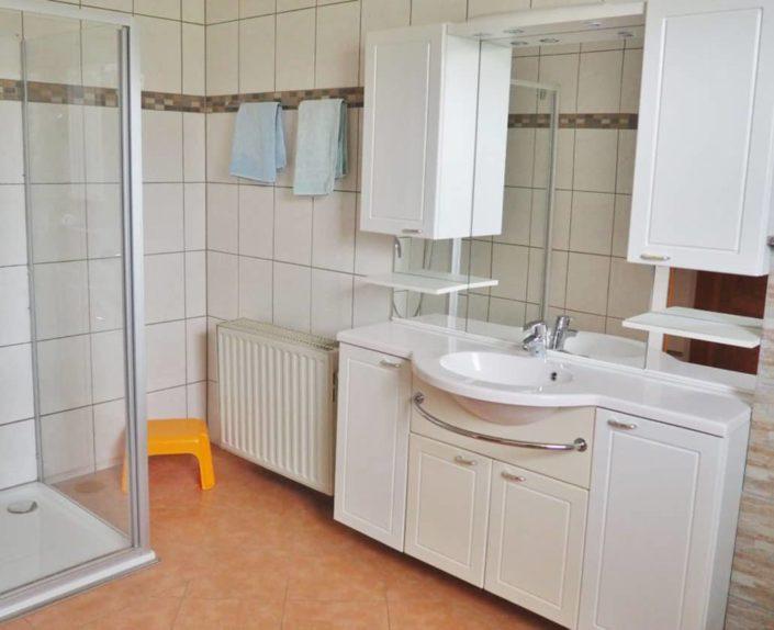Badezimmer mit Dusche Haus 2