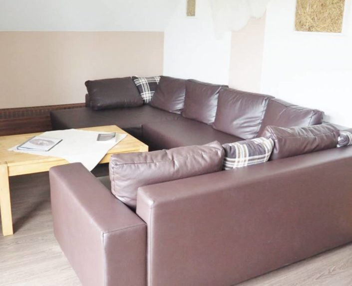 Sitzecke Sofa in der Wohnung 7