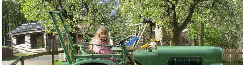 Der Spieltraktor für die Kids im Frühling