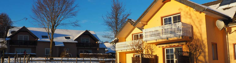 Wohnungen am Reitplatz im sonnigen Winter